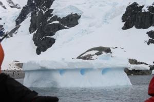 Molz_IcebergHoles